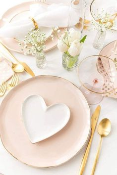 51 Elegant Table Settings Ideas For Valentines Day. Hearts and flowers are traditional for Valentine's Day. Many floral china patterns can start you on your way to a memorable tea to celebrate this . Valentines Day Tablescapes, Valentines Day Party, Valentine Decorations, Be My Valentine, Walmart Valentines, Pink And Gold, Blush Pink, Elegant Table Settings, Deco Table
