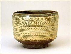 三島茶碗 銘 三島桶  高麗象嵌青磁で、三島茶碗の原型。【朝鮮王朝時代 16世紀】