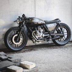 Cafe Racer XXX 💨💨💨: There's just something about a Moto Guzzi done right. Guzzi Bobber, V9 Bobber, Moto Guzzi V50, Guzzi V9, Scrambler, Cafe Moto, Cafe Bike, Cafe Racer Bikes, Cafe Racer Motorcycle