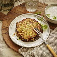"""Martat (@marttailu) lisäsi kuvan Instagram-tililleen: """"Peruna-kesäkurpitsaröstit sopivat täyttäväksi välipalaksi. Tarjoile ne yrttisen jogurttikastikkeen…"""" Martini, Tableware, Kitchen, Instagram, Dinnerware, Cooking, Tablewares, Kitchens, Dishes"""