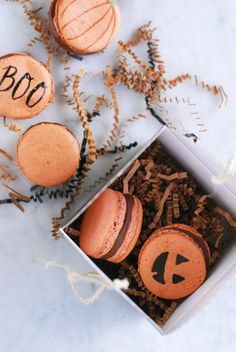 #halloweentreats#halloweenmacarons#pumpkinmacarons. DIY // Spooky & Sweet Macarons