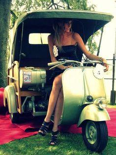 Piaggio Vespa, Vespa Bike, Lambretta Scooter, Scooter Motorcycle, Scooter Wheels, Scooter Girl, Vespa Motor Scooters, Custom Vespa, Retro Caravan