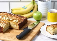 Chiquita recipes ¦ Discover our delicious, healthy and easy banana recipes. Be it breakfast or lunch, every recipe is filled with flavor and nutrition. Healthy Banana Recipes, Banana Bread Recipes, Baking Powder Uses, Baking Tins, Fresh Apples, Vegan Options, Sweet Bread, Nutritious Meals, Tray Bakes