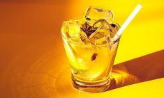 60 ml de cachaça prata  - . ½ limão taiti  - . ½ limão cravo  - . ½ limão siciliano  - . 2 colheres de açúcar  - . Gelo a gosto
