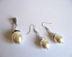 Set mireasa din perle naturale - set pandantiv si cercei - idei cadou mireasa