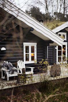 black-log-cabin-1