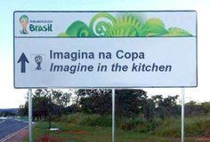 As placas informativas bilingues mais bizarras da Copa no Brasil | Super Pérolas