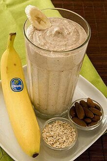 Banana Oatmeal Smoothie 2 whole Chiquita Bananas (best with brown flecks on peel) 2 cups Ice cup Yogurt - preferably Greek yogurt flavored with honey cup Cooked oatmeal cup Almonds Low Calorie Smoothie Recipes, Smoothie Recipes Oatmeal, Banana Oatmeal Smoothie, Smoothie Drinks, Breakfast Smoothies, Healthy Smoothies, Healthy Drinks, Oreo Smoothie, Healthy Juice Recipes