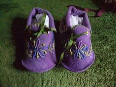 I thought my knitted bootees were cute, but my mom created some bootees that are absolutely adorable. Hand embroidered with silk ribbon t. Felt Baby Shoes, Baby Bootees, Silk Ribbon, Felt Flowers, Softies, Cute Babies, Needlework, Amy, Projects To Try