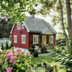 A cottage garden's greatest appeal is that it seems to lack any conscious design. But even a cottage garden needs to be controlled. Some of the most successful cottage gardens start with a formal structure and soften the framework with… Continue Reading → Style Cottage, Cute Cottage, Red Cottage, Cottage Homes, Cottage Ideas, Swedish Cottage, Farm Cottage, Cottage Gardens, Little Cottages