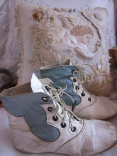 Antique, Victorian era, white kid leather and blue silk high top baby shoes. Shabby Chic Baby, Vintage Shabby Chic, Vintage Baby Clothes, Vintage Shoes, Infant Care, Old Shoes, Baby Couture, Baby Steps, Baby Feet