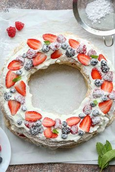 Puff Pastry Berries amp Cream Wreath: Easy recipe for Puff Pastry Berries & Cream Wreath. The versatile puff pastry sheets used to create a dessert wreath with whipped cream and fresh berries. Layered Desserts, Mini Desserts, Dessert Recipes, Fruit Dessert, Party Recipes, Puff Pastry Desserts, Puff Pastry Recipes, Blackberry Recipes Puff Pastry, Strawberry Puff Pastry