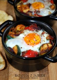 Ratatuja z jajkiem (Ratatouille with Egg - recipe in Polish) Egg Recipes, Cooking Recipes, Healthy Recipes, Meat Diet, South Beach Diet, Gordon Ramsey, Ratatouille, Food And Drink, Appetizers