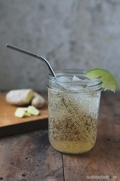 Natural Honey Sweetened Ginger Ale Recipe: Needs some adjusting. Not sweet at all. Does not taste like ginger ale. Ginger Ale Recipe, Homemade Ginger Ale, Ginger Syrup, Maple Syrup, Smoothies, Juice Smoothie, Yummy Drinks, Healthy Drinks, Yummy Food