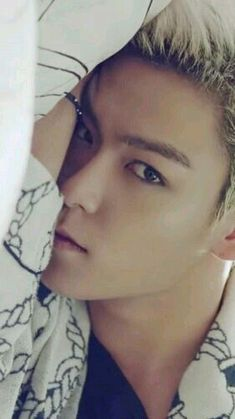 TOP (Choi Seung Hyun) ♡ my photos like this wouldn't ever come out this good even if it were a photo shoot with 300 people running after me Daesung, T.o.p Bigbang, Pop Bands, Shinee, Btob, K Pop, Korean Celebrities, Celebs, Sung Lee