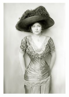 Grace la Rue, c. 1910s    An actress and singer who had a very successful vaudeville career. She appeared in several silent films, including two singing shorts in 1929 and in Mae West's She Done Him Wrong in 1933.