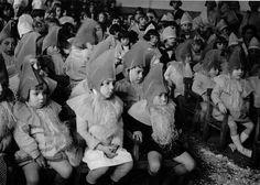 Fete a la maternelle de Gentilly, 1934 by Robert Doisneau Robert Doisneau, Ghost Of Christmas Past, Vintage Christmas, Ville France, Jolie Photo, Photojournalism, Vintage Children, Alter, Fotografia