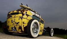 This #RatRod is looking perfect in yellow.