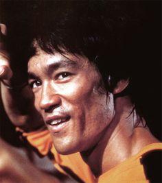 """""""La conoscenza non è sufficiente, dobbiamo applicarla. La volontà non è abbastanza, dobbiamo agire"""" (Bruce Lee)"""