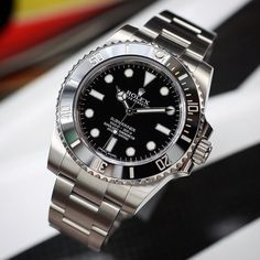 The no date is still my favorite submariner. Just such a clean look and true functionality for what it was intended for. Lux Watches, Luxury Watches For Men, Vintage Watches, Cool Watches, Dream Watches, Fashion Watches, Rolex Diver, Sporty Watch, Rolex Explorer Ii