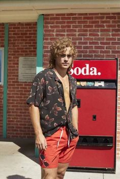 Okay but tell me why Billy here, in the h&m photo shoot, looks like the king of soft boys and like a year old man fresh outta high school ready to rule the summer and sun and redeem. Stranger Things Upside Down, Stranger Things Kids, Stranger Things Have Happened, Stranger Things Netflix, Beautiful Boys, Pretty Boys, Stranger Things Characters, Dacre Montgomery, Steve Harrington