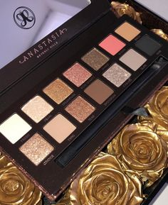new makeup Anastasia Beverly Hills: Sultry Eyeshadow Palette Benefit Cosmetics, Makeup Cosmetics, Make Up Palette, Abh Palette, Neutral Palette, Makeup Brands, Best Makeup Products, Anastasia Beverly Hills, Skin Makeup
