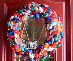 #diygift #holidaylights Don't throw out your burnt out Christmas Lights anymore! Save them and make a wreath. Check out my complete tutorial. Merry Christmas!!!…