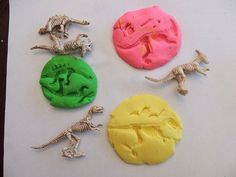 Make your own dinosaur fossil imprints with these neat figurines and some model magic.  Education Made Easy at: TutorFrog.com