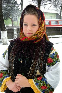 Traditional Clothes in Roumania. More reasons to visit Romania here… Ethnic Outfits, Ethnic Dress, Folk Costume, Costumes, Romanian Girls, Romanian Flag, Art Populaire, Cultural, Cheongsam