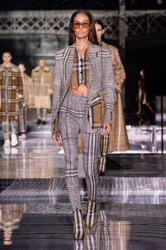 Seoul Fashion, I Love Fashion, Fashion Show, Autumn Fashion, Fashion Looks, Fashion Outfits, London Fashion, 2020 Fashion Trends, Fashion 2020