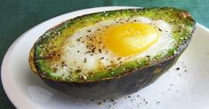 Eat This Protein-Packed Breakfast to Reduce Inflammation And Your Waistline - Healthy Food House Healthy Protein Breakfast, Nutritious Breakfast, Paleo Breakfast, Healthy Fats, Avocado Breakfast, Baked Avocado, Heart Healthy Recipes, Delicious Recipes, Easy Recipes