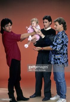 of Ashley Olsen, John Stamos, Dave Coulier and Bob Saget in Full House-this pic is great! look at Jesse's face! Ashley Olsen, Kate Olsen, Full House Tv Show, Full House Quotes, Stephanie Tanner, Dj Tanner, House Cast, Uncle Jesse, Mary Kate Ashley
