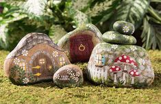 Painted River Rock Fairy Houses - turn ordinary rocks into a fairy garden Rock Painting Patterns, Rock Painting Ideas Easy, Rock Painting Designs, Painting For Kids, Art Patterns, Paint Ideas, Fairy House Crafts, Fairy Garden Houses, Garden Art