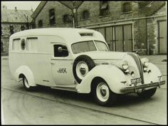 Vintage shots from days gone by! Old American Cars, American Motors, Old Trucks, Fire Trucks, Hudson Terraplane, Hudson Car, Ems Ambulance, Rescue Vehicles, Police Vehicles