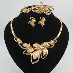 Fashion Women Gold Plated Crystal Leaves Necklace Wedding Party Jewelry Set See more details. Leaf Jewelry, Boho Jewelry, Jewelry Sets, Fashion Jewelry, Jewelry Watches, Leaf Necklace, Crystal Necklace, Gold Necklaces, Necklace Set