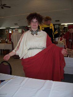 Katheryn M. Kethyrrike    Roman Woman's Garb & Hairstyle