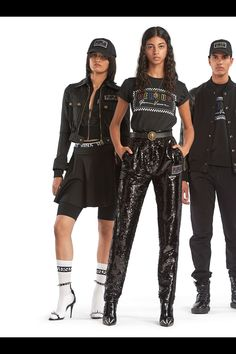 Versus Versace Resort 2019 Fashion Show Collection: See the complete Versus Versace Resort 2019 collection. Look 13 Dolly Fashion, Star Fashion, High Fashion, Fashion Outfits, Versace Fashion, Runway Fashion, Luxury Fashion, Fashion Trends, Haute Couture Style