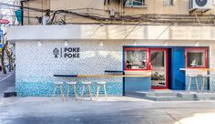 an 'urban surf' concept drove the design for the new poke poke restaurant in shanghai by studio doho, reflecting its hawaiian origins. Cafe Interior, Interior Design Studio, Cafe Design, Store Design, Design Bar Restaurant, Restaurant Concept, Surf Cafe, Hawaiian Restaurant, Seafood Shop