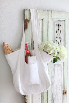 Chic French Linen Market Tote - I love the size and the deep front pocket. Plus, it is linen.