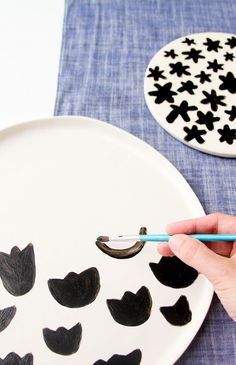DIY crafts // For the home // To sell // For gifts // Easy + unique ideas just for fun! // DIY Food Safe Painted Pattern Plates