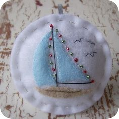 felt sailboat ornament (lowellandson)