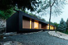 minimalistische architektur haus am hang-holz bered architects-hideg house