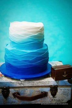 Encontrando Ideias: Festa Fundo do Mar!!! Sea Cakes, Blue Cakes, Luau Birthday, Mermaid Birthday, Dolphin Cakes, Pool Party Cakes, Underwater Theme, Blue Desserts, Ocean Party