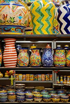 Gorgeous Mexican talavera pottery on display in Guanajuato. Mexican Folk Art, Mexican Style, Kintsugi, Hacienda Homes, Mexican Ceramics, Feng Shui, Talavera Pottery, Mexico Art, Spanish Colonial