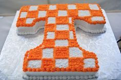 University of Tennessee grooms cake. I like this idea but instead the cake be Auburn:) Tennessee Volunteers Football, Tennessee Football, University Of Tennessee, Cake University, Football Wedding, Camo Wedding, Tulip Wedding, Dream Wedding, Tn Vols