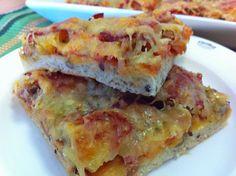 Nopea ja helppo kinkku-tonnikala-ananas-meetwurstipizza on hyvä vierasvara tai perheen iltapala. Nopea siksi, että se tehdään lei...