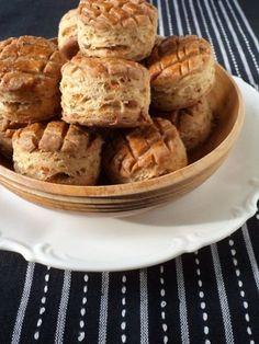 Töpörtyűs pogácsa Apple Pie, Bakery, Appetizers, Food, Breads, Bread Rolls, Appetizer, Essen, Bread