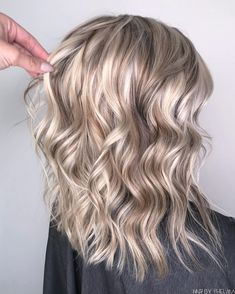 White chocolate blonde hair color,Sandy pearly blonde,blonde hair color with highlights,blonde hair color ideas, hair color