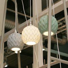 Lampeskærm i keramik fra House Doctor. Mål: Ø:17 cm. H:15,7 cm.