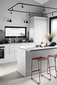 Paint Ideas For Kitchen Walls is completely important for your home. Whether you choose the Kitchen Decor Ideas Apartment or Kitchen Shelf Decor Ideas, you will make the best Ideas To Decorate Kitchen Walls for your own life. Kitchen Lamps, Glass Kitchen, Kitchen Decor, Kitchen Design, Sweet Home, Minimal Kitchen, Grey Kitchens, Kitchen Grey, Scandinavian Kitchen